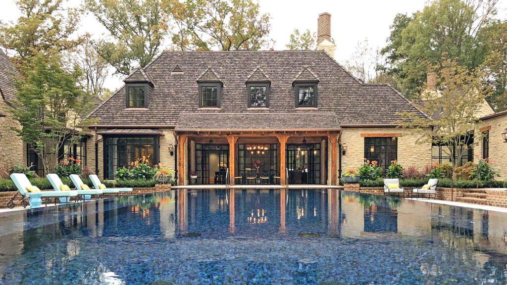 A beautiful big house with MHB windows